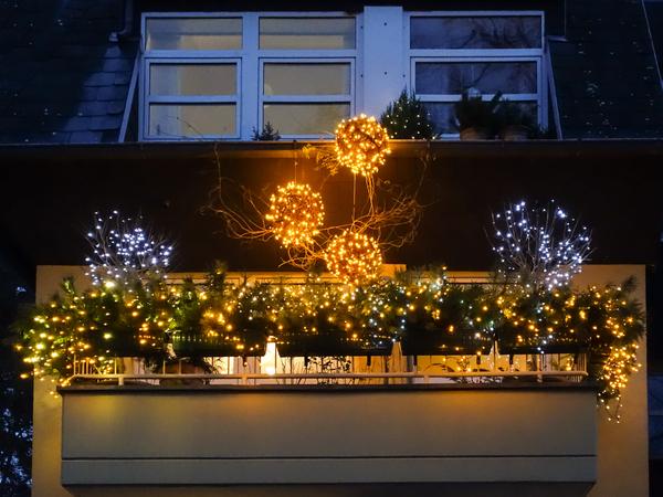 balkon deko weihnachten balkon deko weihnachten weihnachtsdeko auf dem balkon balkon deko. Black Bedroom Furniture Sets. Home Design Ideas