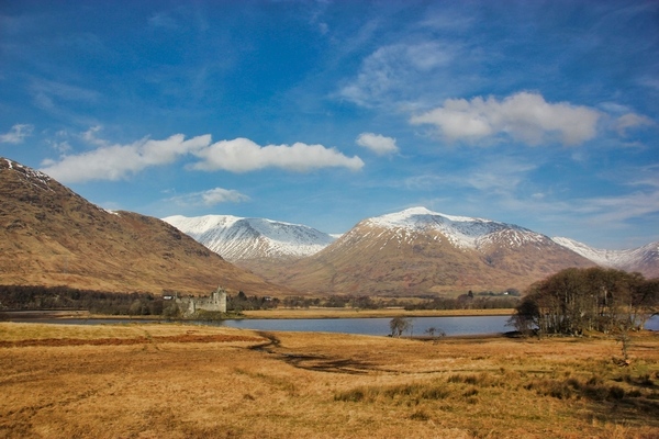 On the shore of the loch: Lochs around Scotland
