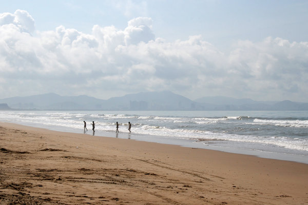 Tropical beach 1: A beach on the southern shore of Hainan Island, China.
