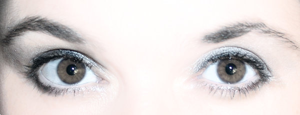 brown eyed girl: close up of eyes