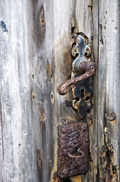 Rusty door handle: image of a rusty handle on a door found on whalney island