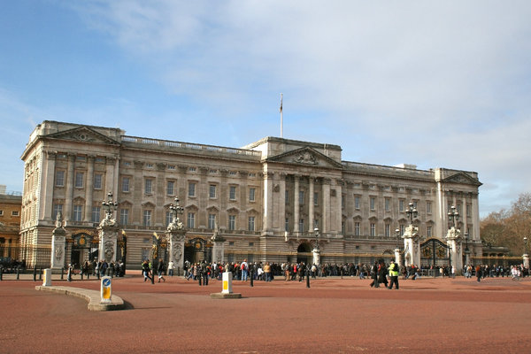 Buckingham Palace 1: Tourists at Buckingham Palace, London, England.