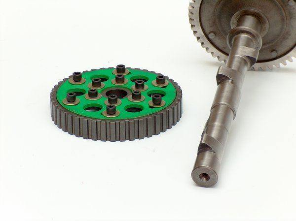 Motor parts 4: Camshafts, gears and other motor parts