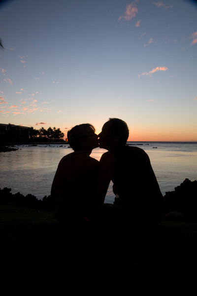 Kissing couple: couple kissing during Hawaiian sunset