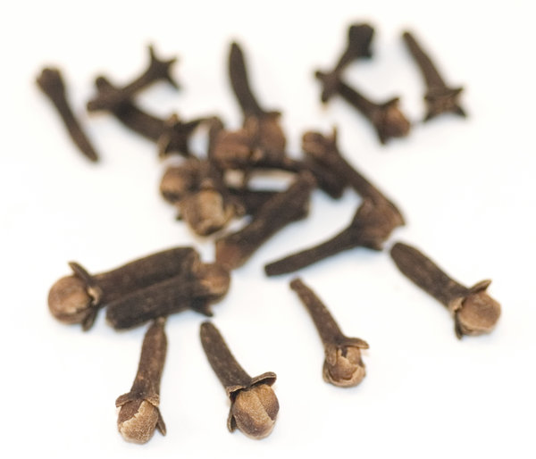 Cloves 5: Dried clove fruits