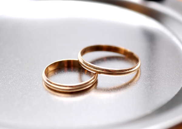 Rings for wedding: golden rings