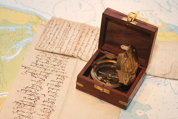 Vintage nautical box 5: Decorative maritime box with brass anchor
