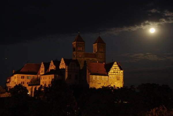 Castle Hill in Quedlinburg at : Night landscape with castle and church