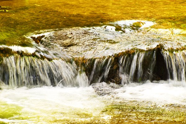 Golden flow: Cascading golden water flow
