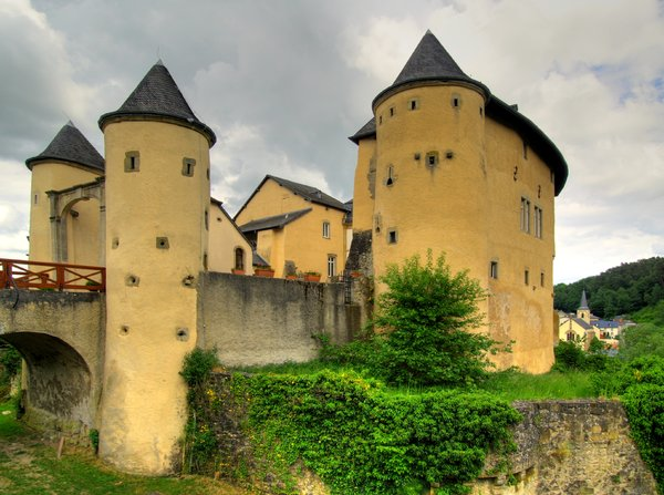 Castle - HDR: Chateau De Bourglinster in Luxembourg