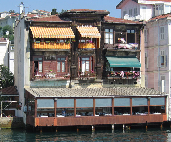 Bosphorus house: A house/resaurant on the side of the Bosphorus in Istanbul