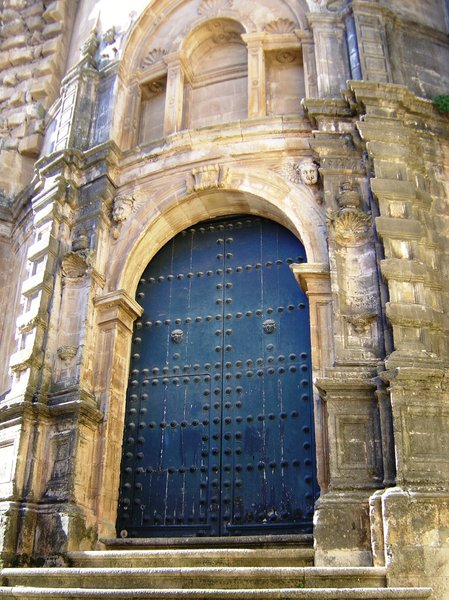 Sta. Maria  la Mayor: Church door