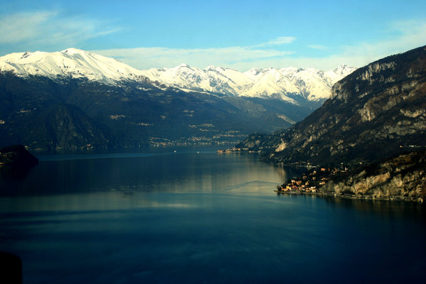 Flying on lake of Como (Italy): Flying over the lake