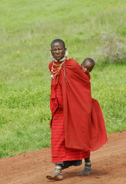 Masai mother and child: Masai mother and child at Ngorongoro-crater