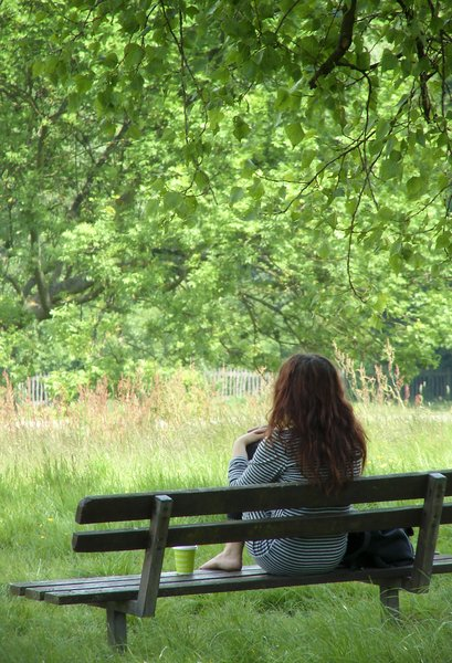 Summer in London: Girl on bench