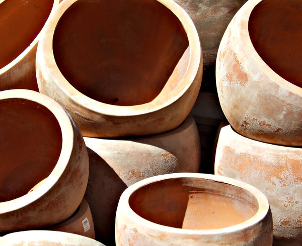 gone potty: large earthenware pots - flower pots