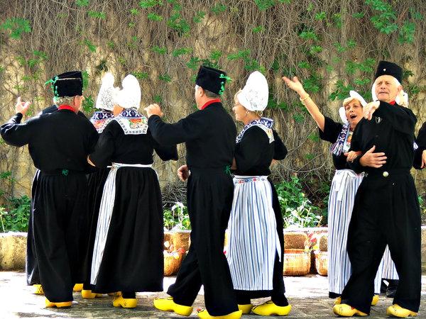 Dutch dancers