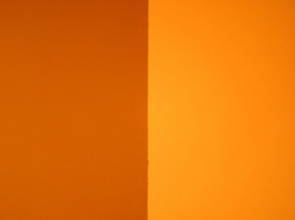 Orange wall: Wall in orange.