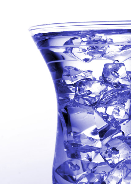 glass: glass with ice cubes