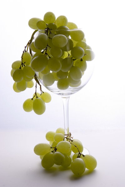 grapes: grapes in glass