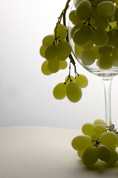 grapes in glass: fresh fruits in glass