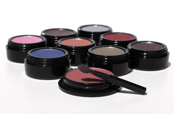 eyeshadows: none