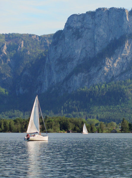 On the lake 4: Lake Mondsee in Salzkammergut, Upper Austria with white sailboats and mountains in the background