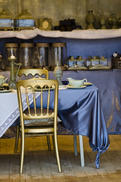 Gold and blue table setting: Gold and blue table setting at a winter fair