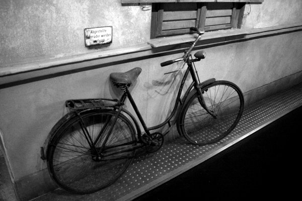 Old bicycle: A bicycle