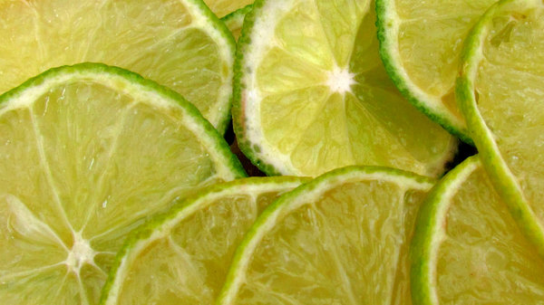 limes: cut slices of lime
