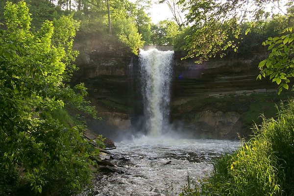 minnehaha falls: minnehaha falls, in south minneapolis.  photo taken in may.