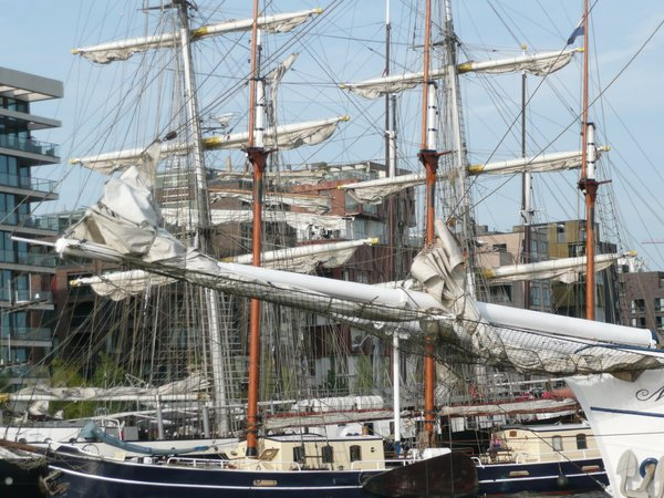 Harbour: Old sailing ships in Hamburg harbour for its 822 Birthday, which is celebratet each year as a big party at the water and at the shore.