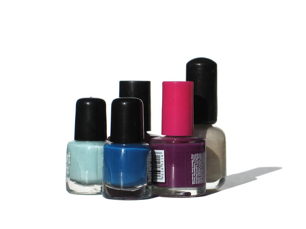 colorful nailpolishes: none