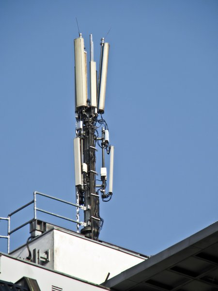 mobile phone service antenna: mobile phone service antenna.jpg