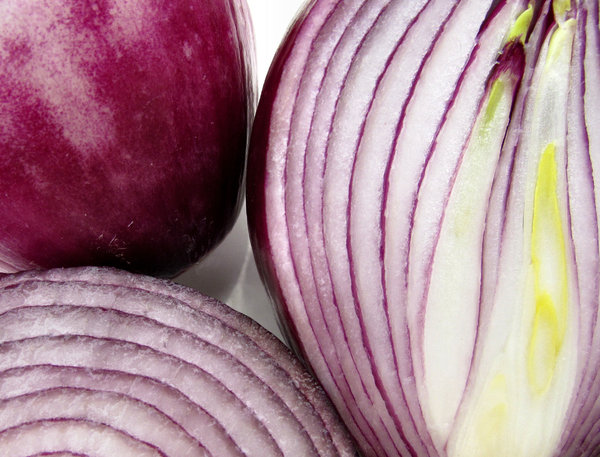 red onions2: shiny, juicy red/Spanish onions
