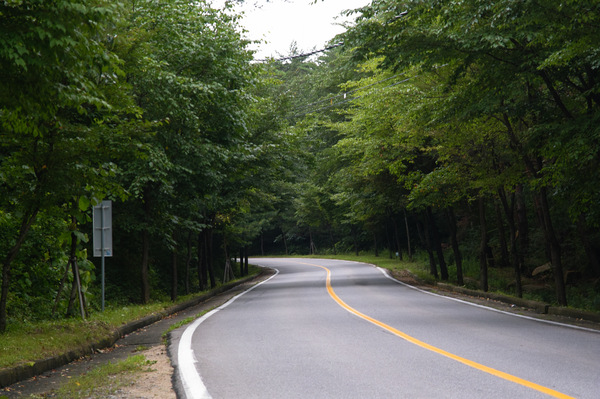 Korea's Suanbo Road.: Korea's Suanbo Road.