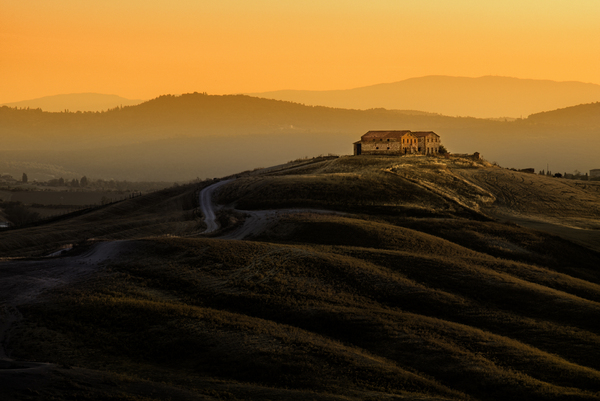 Tuscany Farmhouse at Dawn: Old Farmhouse on Hill, Sunrise, Tuscany - Italy