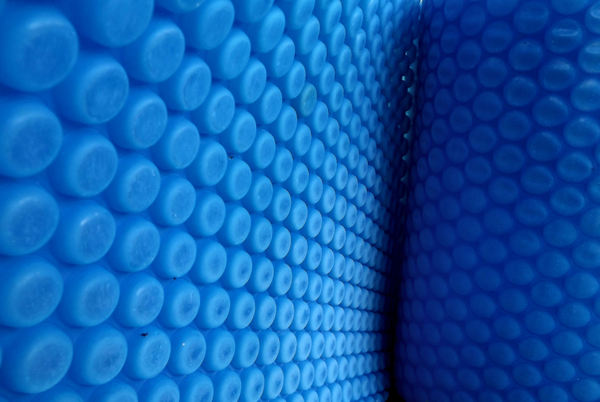 bubble blue5: large  roll of firm blue bubble plastic