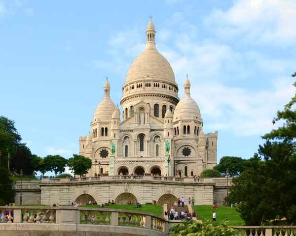 Sacre Coeur de Montmartre: This is Sacre Coeur de Montmartre church, one of the most beautiful Christian churches in the world, not only in France.The file prepared to be a computer desctop wallpaper. Any comments are wellcome.