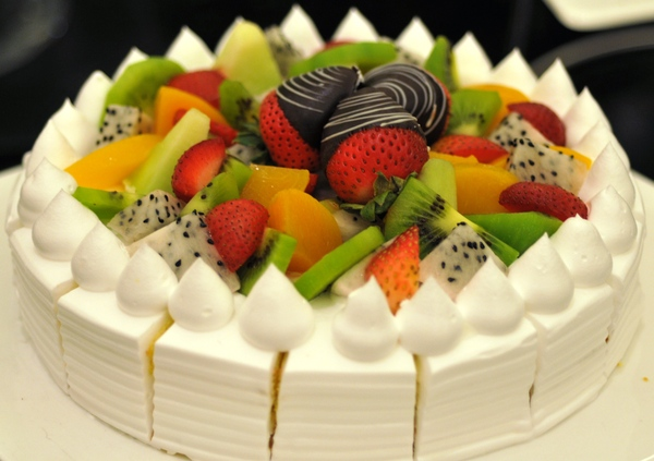 cream fruit cake: cream fruit cake