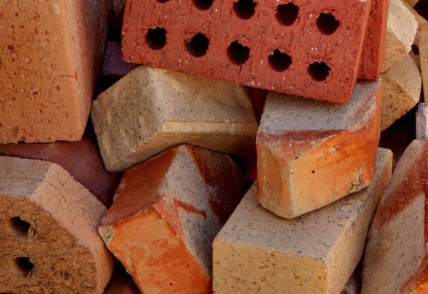 brick mix1b: pile of mixed brick samples