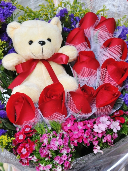 rose and teddy bear: roses with teddy bear