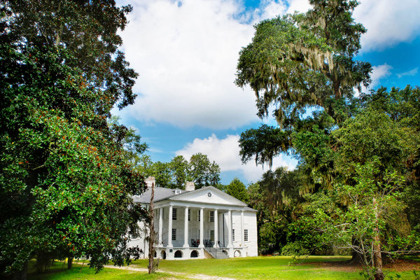 Southern Plantatation Home: Classic Southern Plantation, Gone with the Wind style. Located deep in the heart of the American South. Built in 1730
