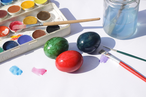 Painting Easter eggs 2: Painting Easter eggs
