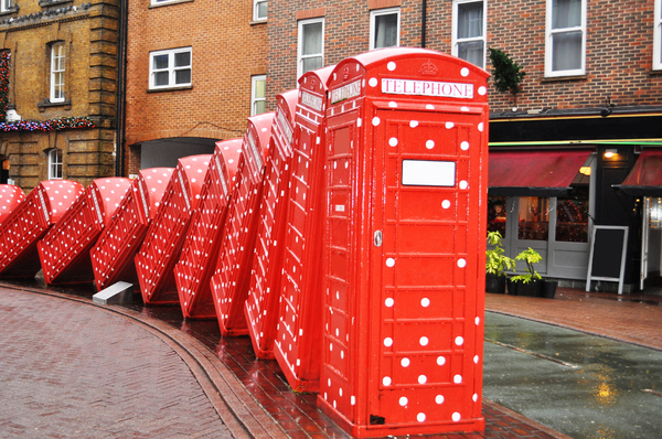 Red telephone boxes: Telephone box art. Brought into the Christmas spirit.