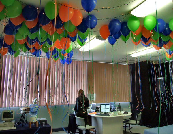 office party prep2: decorations and preparation for office party