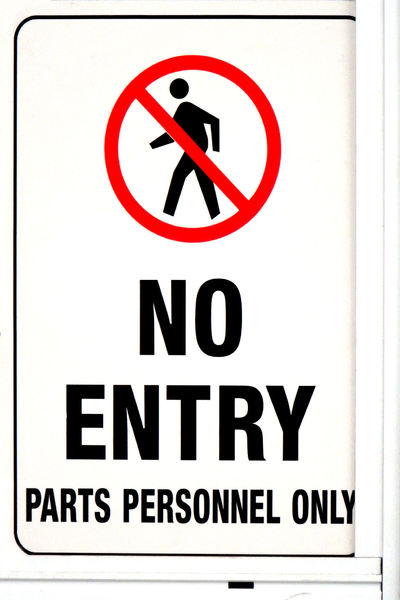 limited personnel: sign indicating limited entry access